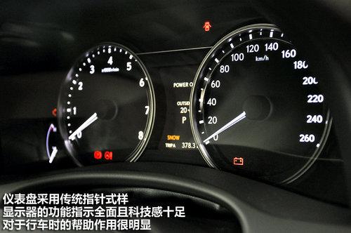 右侧控制蓝牙电话功能和仪表盘显示系统的内容选择.