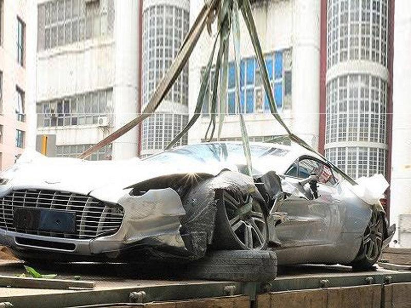 售4500万 仅77辆 阿斯顿马丁one 77车祸 图片浏览高清图片