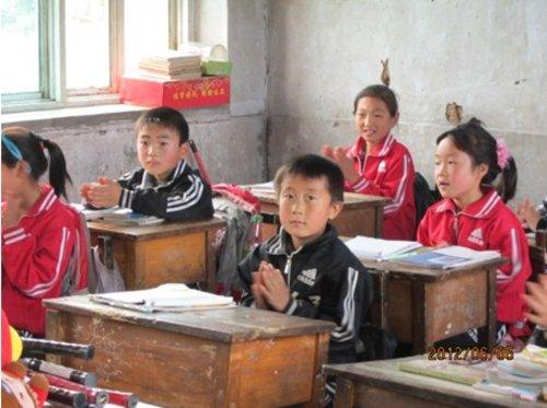 营口起亚4s店儿童节为山区孩子送去快乐    为贫困山区学校师生捐款
