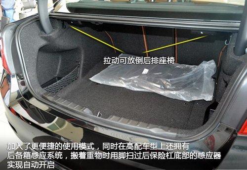 同时加入了一键式放倒后排座椅与高配车型上拥有的后备箱感应系统