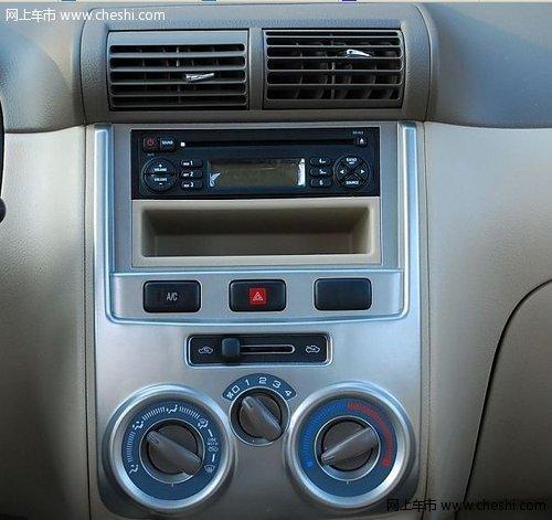 随车收音机和简单的空调控制是前排区域仅