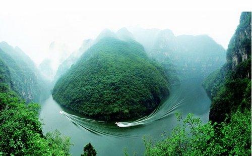 青天河风景名胜区位于河南省焦作市西北部博爱县境内,系世界地质