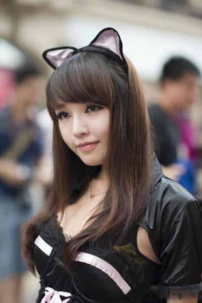 萌系美胸车模猫女郎甜美笑容清纯可爱