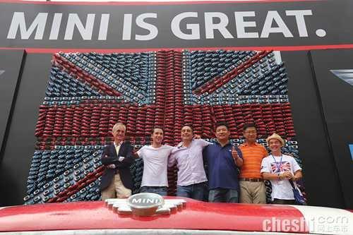 千辆mini车模拼组英国国旗创吉尼斯纪录