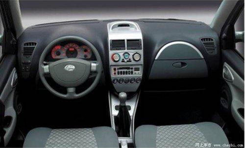 爱迪尔凭借其超大的车内空间,一改以往大家认为微车空间狭小高清图片