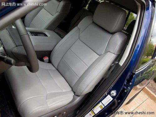 丰田/内饰方面:2014款丰田坦途中控区被银灰色的面板划分为驾驶区与...