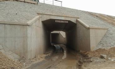 镇江七里甸六角桥涵洞积水受淹