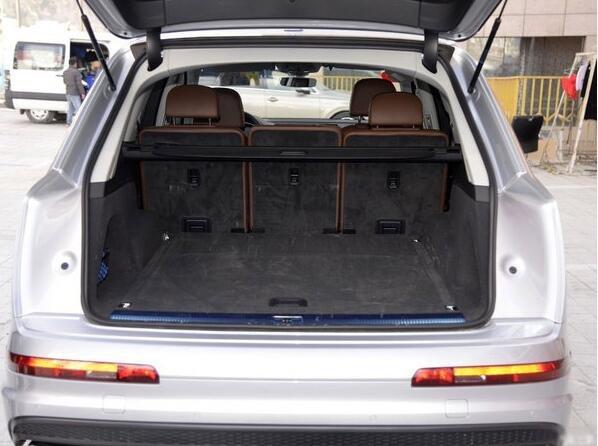 17款加版奥迪Q7现车七座全景天窗新配置