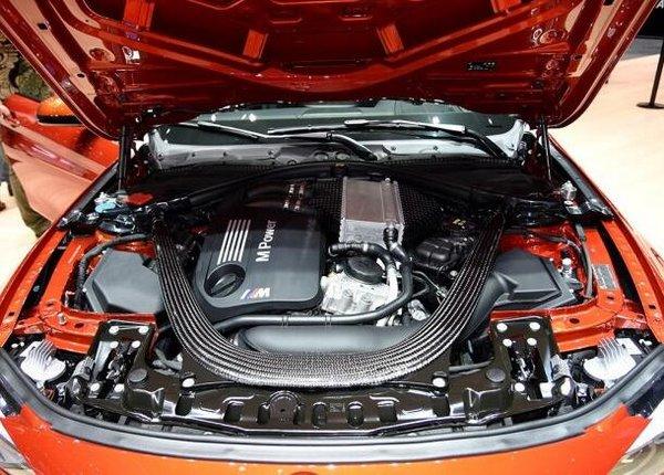 新款宝马M4正式上市 3.0T发动机92.7万起-图4