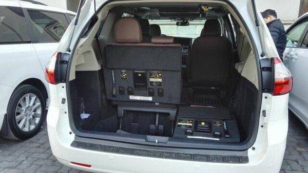 17款丰田塞纳四驱顶配 移动办公室空间大-图9