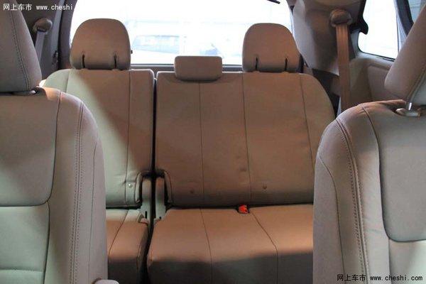 2015款丰田塞纳商务车座椅空间高清图片