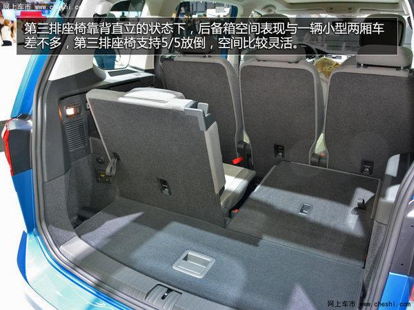 实拍车型采用了2.0L排量TDI柴油发动机,而有望进入中国的1.2T、1.4T和1.8T三款汽油机,最大功率分别为81kW、110kW和132kW。展车采用了备受欧洲人民喜爱的手动变速箱,而进入中国的车型预计将会采用DSG变速箱。