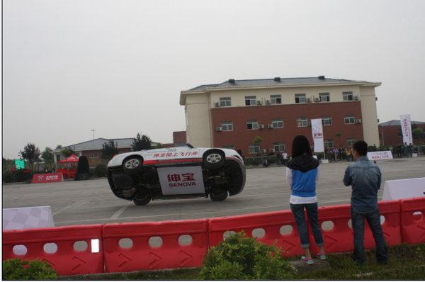 绅宝飞行秀空降宛城开启北京汽车嘉年华 绅宝 高清图片