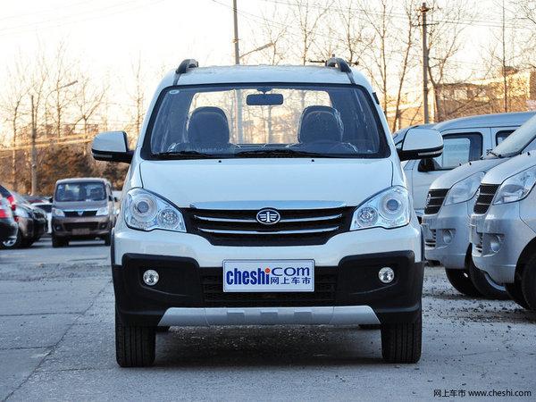外观:一汽森雅S80整车造型饱满、圆润、大气,大面积黑色包围尤其前保险杠底部的银色护板装饰更能突出SUV的特性,一体式黑色门框略显质感。在空载的情况下森雅S80的离地间隙高达200mm,无论行驶在城市还是乡村都游刃有余。森雅S80的长宽高轴距分别为:4150mm、1680mm、1740mm、2655mm,如此大的尺寸室内乘坐空间毋庸置疑。