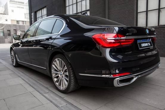 用艺术的视角感受BMW 7系的独特气质-图2