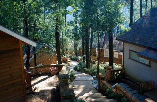福州旗山森林温泉度假村(福州旗山国际会议中心)位于