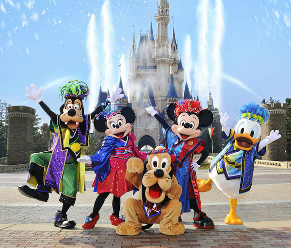 上海迪士尼乐园分为六大主题区域:米奇大街,奇想花园,探险岛,宝藏湾