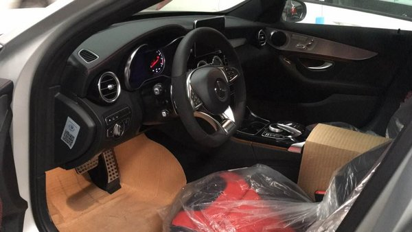 2017款奔驰C63S手续全 设计张扬人气飙升-图5