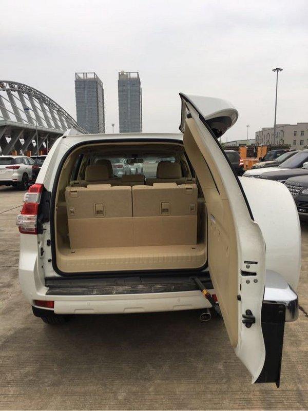 天津港丰田霸道4000中东版4.0白色现车最低报价_汽车