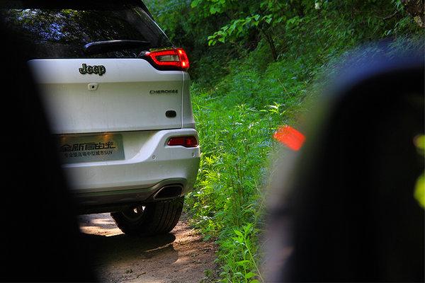 专业级SUV 17款全新JEEP自由光西安上市-图3