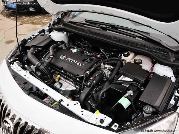 """2013款英朗GT内饰依然秉承""""驾者中心""""的设计理念,360度环抱一体式风格兼顾了舒适与优雅,直瀑式27度U型中控面板从仪表板顶部倾泻而下,与变速箱换挡杆构成优雅的界面流线。此次改款的变化在于,仪表盘的车载信息增加了多项显示,例如机油寿命、手动车型的升档提示、1."""