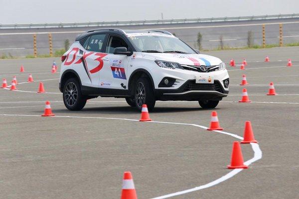 东南DX3 SRG称霸中国量产车性能大赛-图2
