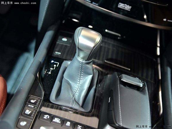 内饰方面,2016款雷克萨斯LX570中控台及仪表台上方的材质为软性真皮包裹,材质优越,按键及按钮手感好。车载蓝牙电话与移动电话连接之后,便可通过内置的麦克风和对讲机进行免提通话。仪表盘和音响系统控制面板遵循LEXUS雷克萨斯未来设计风格,呈现简洁与易操作的特点。