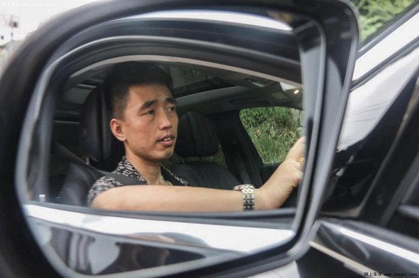 泉州瑞星奔驰首台新E车主胡光春访谈记-图1
