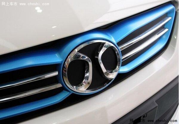 北汽新能源 EV系列 2015款 EV200 轻享版 据悉,北汽新能源莱西基地规划2015年底达到5万辆的产能。第一期建成的莱西工厂将主要负责北汽新能源经济型纯电动汽车的焊装、涂装和总装工序的生产活动。在产品规划上,一期将会导入C30DB、M30RB两款经济型纯电动车,同时考虑适时导入目前处于研发阶段的微型纯电动轿车产品。 2013年,北汽与莱西市人民政府签署了合作框架协议,计划在莱西市姜山镇投资建设北京新能源汽车股份有限公司莱西生产基地项目。生产基地总体规划占地约1000亩,整体建设规模为年产整车10