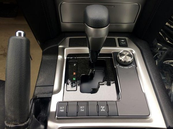 17款丰田酷路泽4000 对比老款科技感十足-图4