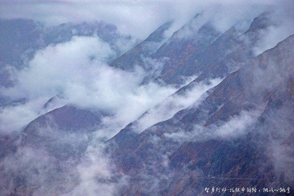 一条通往云端的圣洁之路——探秘中国版秋名山-图2