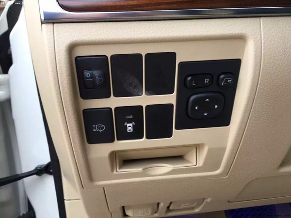 16款高丰田酷路泽配4600 天窗八气囊价格-图10