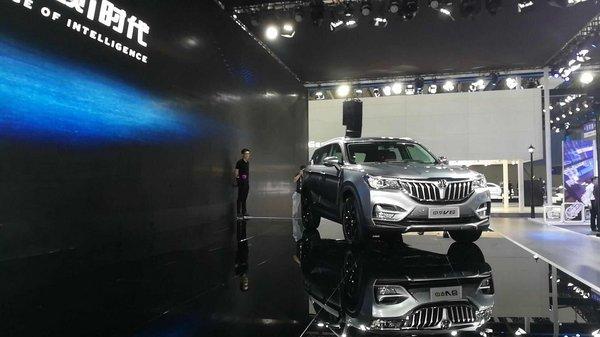 颠覆格局宽体智联SUV华晨中华V6全球首发-图3
