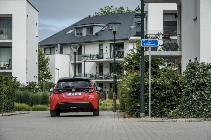 丰田新款雅力士亮正式亮相 增1.5L+双电机混动-图9