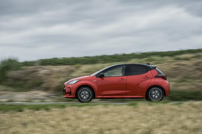 丰田新款雅力士亮正式亮相 增1.5L+双电机混动-图4