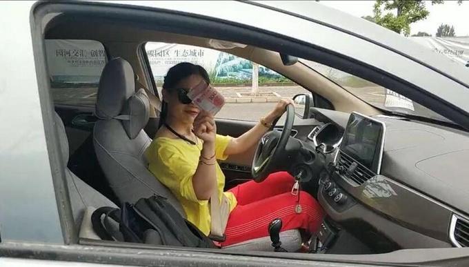 宝骏女车主杠上福特猛禽公子哥 上演惊心动魄飙车战-图2