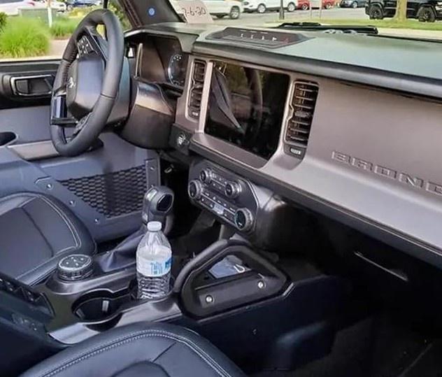 全新Bronco实车现身 搭2.7T发动机/配四驱系统-图6