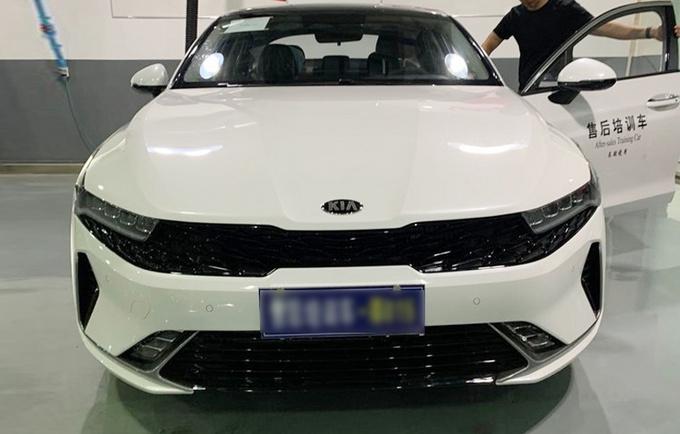 起亚全新K5凯酷实车曝光 前脸设计调整 10天后预售-图2