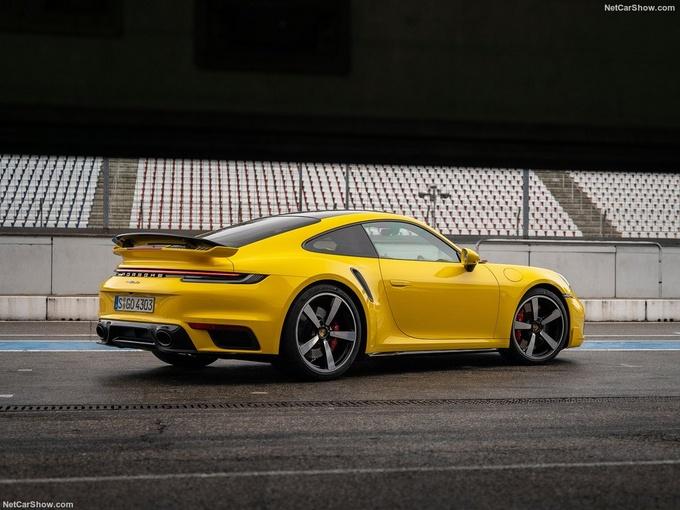 保时捷全新911 Turbo实拍搭3.8T引擎/3秒内破百-图2