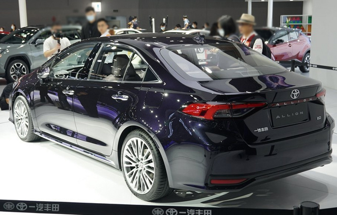 一汽丰田ALLION定名亚洲狮 本月底上市 尺寸超速腾-图3