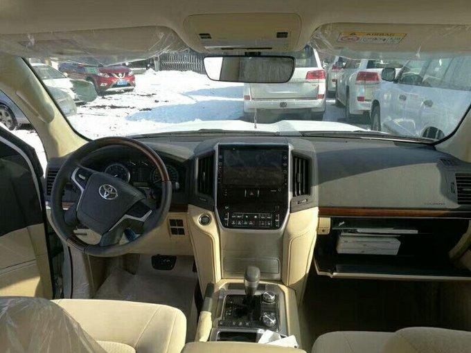 17款丰田酷路泽4500 天窗八气囊亮点解析-图5