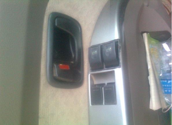 五菱荣光中门有没有安装电动窗的?