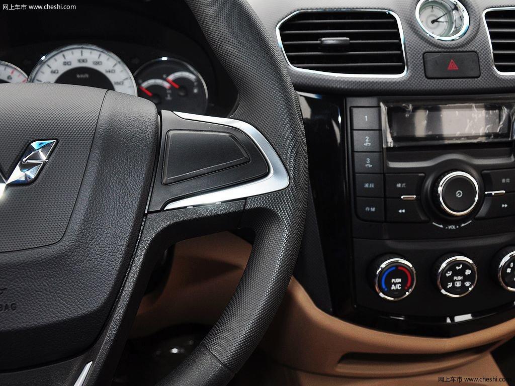 五菱宏光 2014款 1.5l 手动s 舒适型中控方向盘高清(6