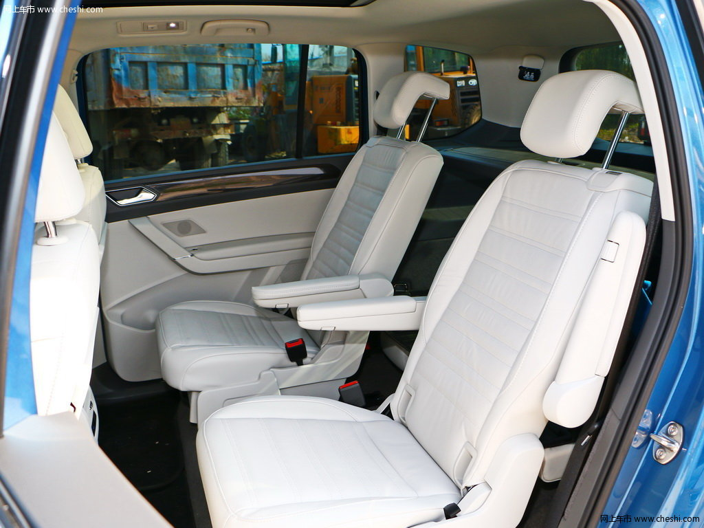 汽车图片 大众 途安 2018款 途安l 280tsi 自动豪华版  座椅空间 (2