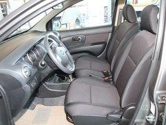 东风日产  骊威 1.6GX AT 驾驶席座椅前45度视图