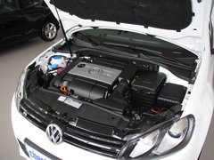大众(进口)  R 2.0TSI 发动机主体特写