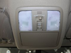 一汽丰田  RAV4 2.0 AT 前排车顶中央特写