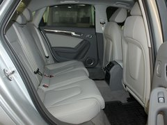 一汽奥迪  A4L 2.0 TFSI CVT 第二排座椅正视图