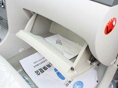 吉利英伦  1.5 手动 手套箱整体特写