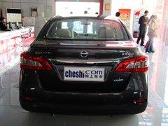 东风日产  1.6 XE CVT 车辆正后方尾部视角
